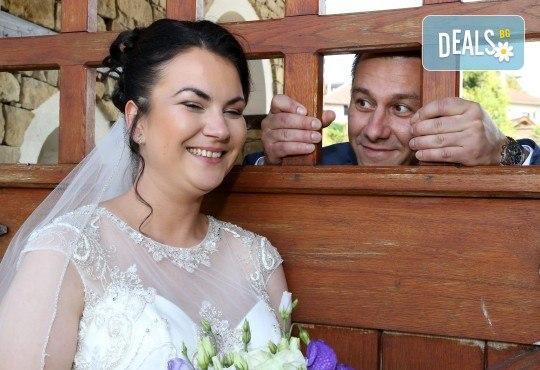 Фото и видео заснемане на сватбено тържество, промо пакет: цялостно фотозаснемане, видеозаснемане, фотосесия, ефектни кадри с камера GoPro, видеоклип и подарък - Снимка 6