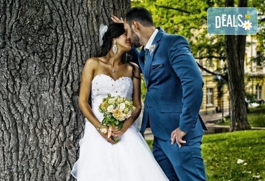 Фото и видео заснемане на сватбено тържество: цялостно фотозаснемане, видеозаснемане, фотосесия, арт фотосесия, дрон, екшън камера GoPro, видеоклип и 2 подаръка - Снимка 14