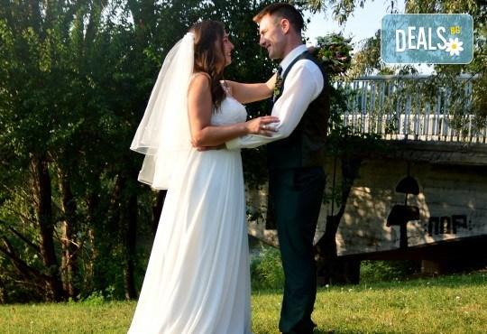 Фото и видео заснемане на сватбено тържество: цялостно фотозаснемане, видеозаснемане, фотосесия, арт фотосесия, дрон, екшън камера GoPro, видеоклип и 2 подаръка - Снимка 22