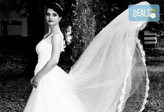 Фото и видео заснемане на сватбено тържество: цялостно фотозаснемане, видеозаснемане, фотосесия, арт фотосесия, дрон, екшън камера GoPro, видеоклип и 2 подаръка - Снимка 4