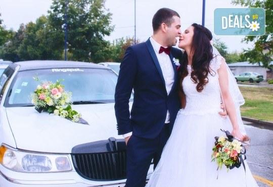 Фото и видео заснемане на сватбено тържество, VIP пакет: фотозаснемане, видеозаснемане, фотосесия, екшън камера, видеоклип, лимузина, танцов състав и подаръци! - Снимка 3