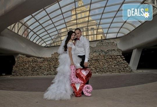Фото и видео заснемане на сватбено тържество, VIP пакет: фотозаснемане, видеозаснемане, фотосесия, екшън камера, видеоклип, лимузина, танцов състав и подаръци! - Снимка 26