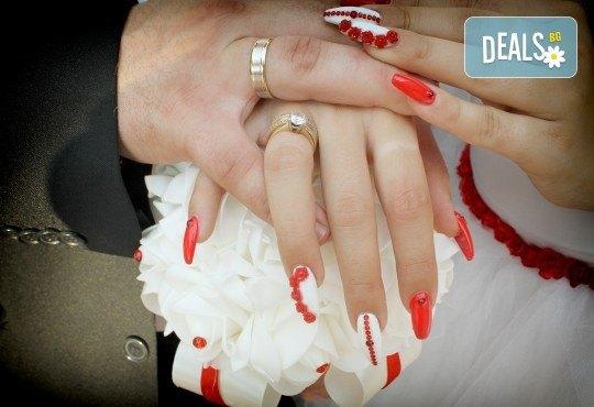 Фото и видео заснемане на сватбено тържество, VIP пакет: фотозаснемане, видеозаснемане, фотосесия, екшън камера, видеоклип, лимузина, танцов състав и подаръци! - Снимка 28