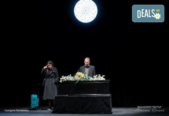 Гледайте Койна Русева и Димитър Баненкин в Специални поводи, на 09.05. от 19ч., в Младежки театър, голяма сцена! Билет за един - Снимка 5