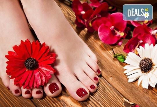 Покажете краката си! СПА педикюр с гел лак Bluesky и масаж на ходилата в козметично студио Ма Бел! - Снимка 2