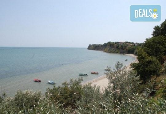 На плаж и риболов в Гърция! 2 нощувки със закуски в Camping Agiannis, транспорт и водач от Валента ВИП Травел! - Снимка 10