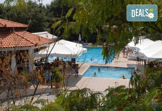 На плаж и риболов в Гърция! 2 нощувки със закуски в Camping Agiannis, транспорт и водач от Валента ВИП Травел! - Снимка 5