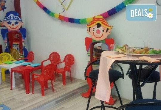 Детски рожден ден в Детски център Приказен свят на супер цена! Зала за деца, зала за възрастни, напитки, пица, украса и аниматор или DJ! - Снимка 6