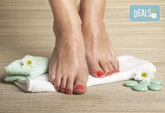 Грижа и красота! Педикюр с гел лак и дълбоко хидратираща терапия за крака с парафин в студио за красота Jessica! - Снимка 2