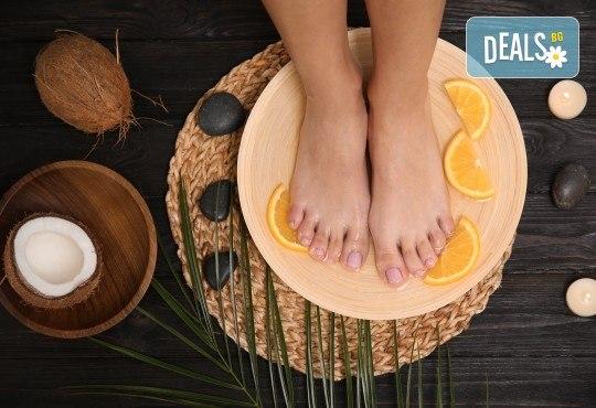 Грижа и красота! Педикюр с гел лак и дълбоко хидратираща терапия за крака с парафин в студио за красота Jessica! - Снимка 1