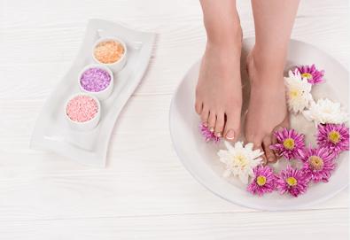 Поглезете крачетата си със СПА педикюр с продукти на Star Nails, лакиране и хидратиращ масаж на ходилата, в Beauty center D&M! - Снимка