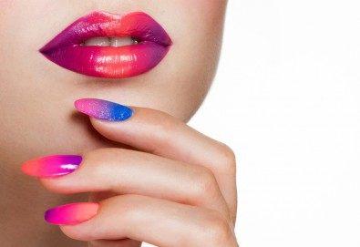 Класически или френски маникюр с гел лак Blue Sky или Rec, богат избор от ефекти, 2 перманентни декорации и хидратиращ масаж на ръце в Beauty center D&M! - Снимка