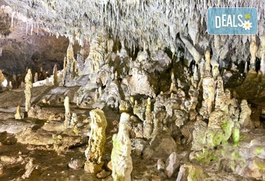 Уикенд екскурзия през юни из Врачанския Балкан! 1 нощувка, транспорт, планински водач, посещение на водопад Врачанска Скакля и пещерата Леденика! - Снимка 2