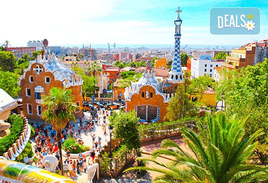 Екскурзия до прелестната Барселона през лятото! 3 нощувки със закуски, самолетен билет с включени летищни такси, транспорт с автобус и водач от Дари Травел! - Снимка 1
