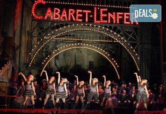Кино Арена представя операта ФАУСТ, постановка на Дейвид Маквикър, спектакъл на Кралската опера в Лондон! Гледайте на 29 май, 1 и 2 юни, в страната - Снимка 3