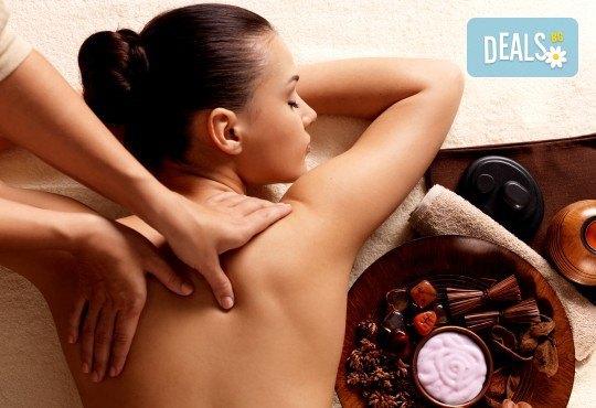 60-минутен релаксиращ антистрес масаж на цяло тяло и рефлексотерапия на стъпала, длани и скалп + лифтинг масаж на лице в Студио Модерно е да си здрав в Центъра! - Снимка 1