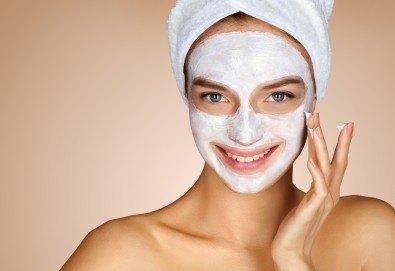 Свежа и сияйна кожа! Дълбоко почистване на лице с ензимен пилинг и нанасяне на почистваща маска и финален успокояващ крем в салон за красота Prive! - Снимка