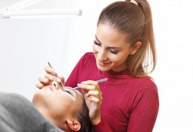 Удължаване и сгъстяване на мигли по метода косъм по косъм от норка от салон Flowers 2 в Хаджи Димитър - Снимка