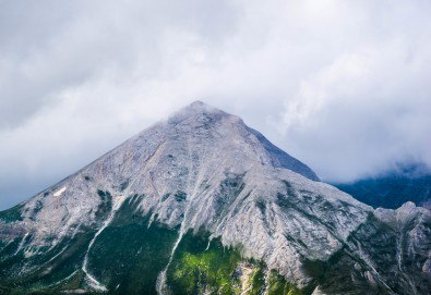 На планина и СПА през юли с Еволюшън Травел! 1 нощувка в хижа Вихрен, транспорт, планински водач и застраховка! - Снимка