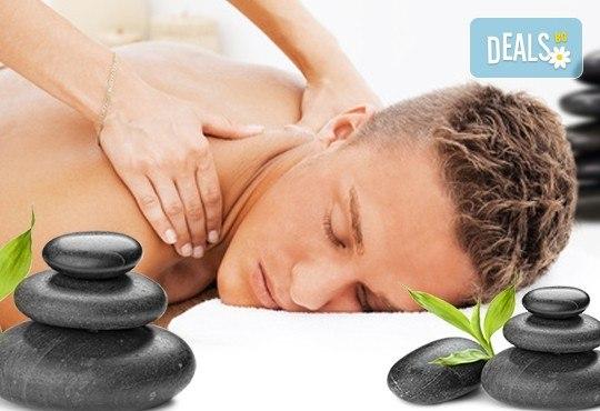 Подарък за мъж! Дълбокотъканен цялостен масаж с бадем, злато или магнезиево олио в комбинация със зонотерапия, терапия Hot stone, елементи на тай масаж и комплимент уиски и хрупкави бадеми в Senses Massage & Recreation! - Снимка 1