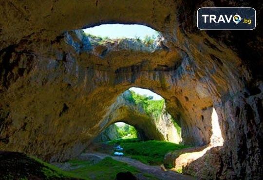 Еднодневна екскурзия до Деветашката пещера, Крушунските водопади и Ловеч с транспорт и екскурзовод от агенция Поход! - Снимка 4