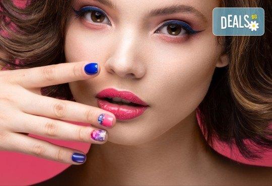 Перфектни ръце! Дълготраен маникюр с гел лак BlueSky, 2 декорации и масаж на длани в салон за красота Женско Царство в Студентски град! - Снимка 3