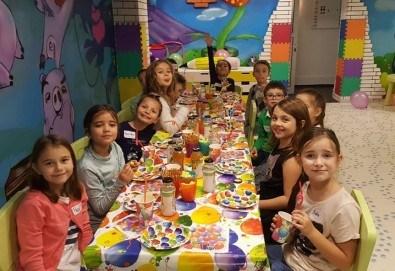 Два часа тематично парти с украса, аниматори, много игри, дискотека, подарък за рожденика, храна и напитки за всички деца от Детски парти център АбракадабрА! - Снимка