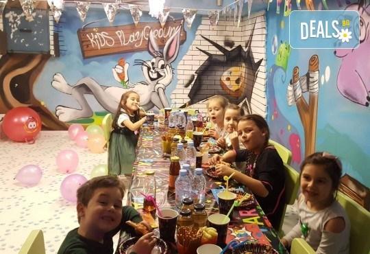 Два часа тематично парти с украса, аниматори, много игри, дискотека, подарък за рожденика, храна и напитки за всички деца от Детски парти център АбракадабрА! - Снимка 3
