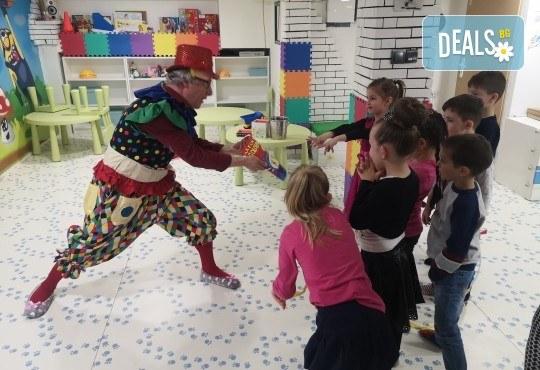 2 часа детски рожден ден с фокусник-клоун, двама аниматори, много игри, детска дискотека, украса, подарък за рожденика, храни и напитки за всяко дете от Детски парти център АбракадабрА! - Снимка 3