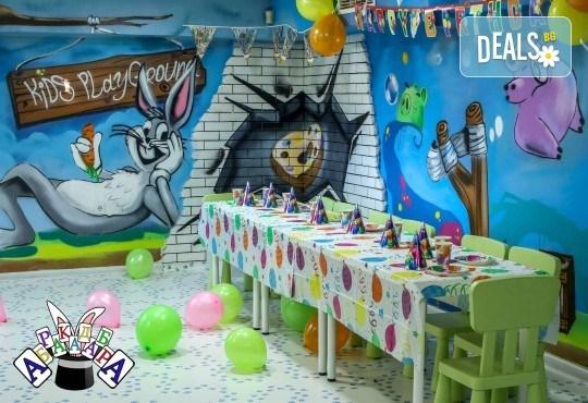 2 часа детски рожден ден с фокусник-клоун, двама аниматори, много игри, детска дискотека, украса, подарък за рожденика, храни и напитки за всяко дете от Детски парти център АбракадабрА! - Снимка 12