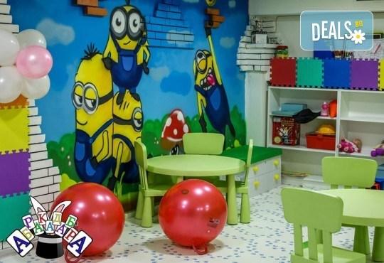 2 часа детски рожден ден с фокусник-клоун, двама аниматори, много игри, детска дискотека, украса, подарък за рожденика, храни и напитки за всяко дете от Детски парти център АбракадабрА! - Снимка 5
