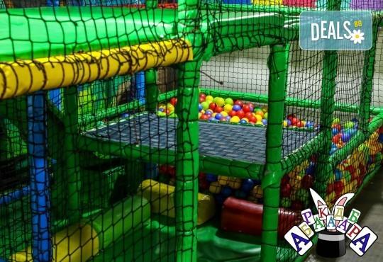 2 часа детски рожден ден с фокусник-клоун, двама аниматори, много игри, детска дискотека, украса, подарък за рожденика, храни и напитки за всяко дете от Детски парти център АбракадабрА! - Снимка 6