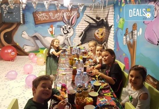 2 часа детски рожден ден с фокусник-клоун, двама аниматори, много игри, детска дискотека, украса, подарък за рожденика, храни и напитки за всяко дете от Детски парти център АбракадабрА! - Снимка 10