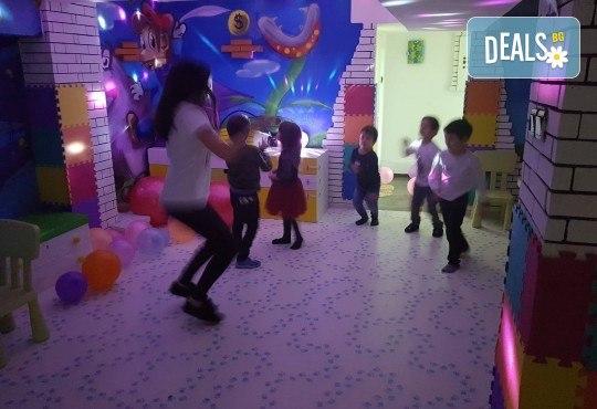 2 часа детски рожден ден с фокусник-клоун, двама аниматори, много игри, детска дискотека, украса, подарък за рожденика, храни и напитки за всяко дете от Детски парти център АбракадабрА! - Снимка 11
