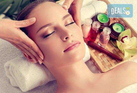 Козметичен масаж на лице и терапия по избор, според индивидуалните нужди на всеки клиент: почистваща, анти-ейдж, анти-акне или хидратираща, във фризьоро-козметичен салон Вили! - Снимка 1