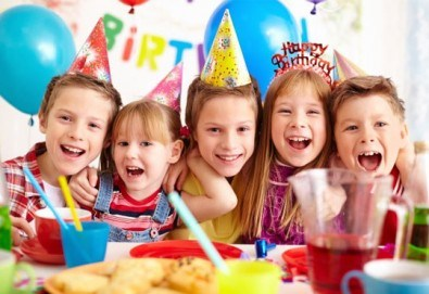 Парти Направи си сам! 2 часа детски рожден ден за 15 деца: включена зала, украса, напитки и възможност за лично планиране на партито в Детски център - Приказен свят! - Снимка