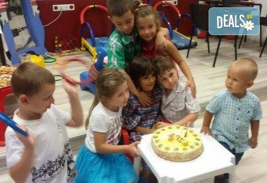 Парти Направи си сам! 2 часа детски рожден ден за 15 деца: включена зала, украса, напитки и възможност за лично планиране на партито в Детски център - Приказен свят! - Снимка 16