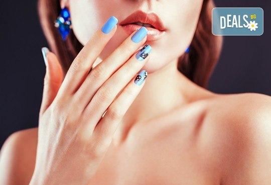 Гел върху естествен нокът, маникюр с гел лак, 2 декорации и парафинова терапия на ръце или крака в студио за красота Jessica! - Снимка 1
