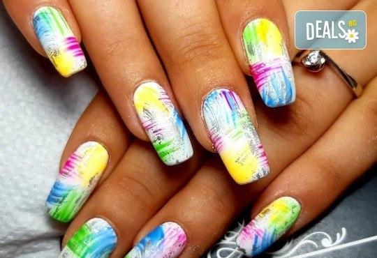 Красиви цветове върху ноктите! Маникюр с гел лак, сваляне на стар гел лак и 4бр. ръчно рисувани декорации във VM's Beauty House! - Снимка 1