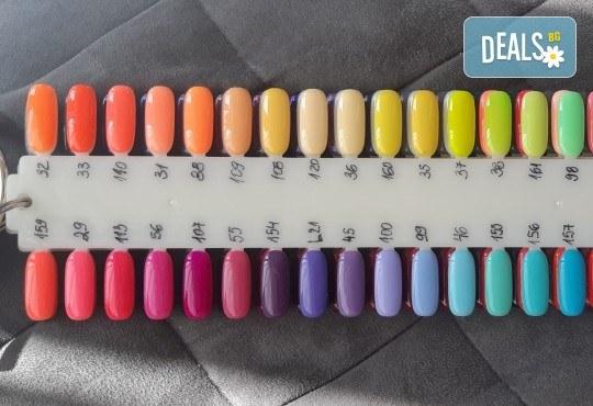 Красиви цветове върху ноктите! Маникюр с гел лак, сваляне на стар гел лак и 4бр. ръчно рисувани декорации във VM's Beauty House! - Снимка 14