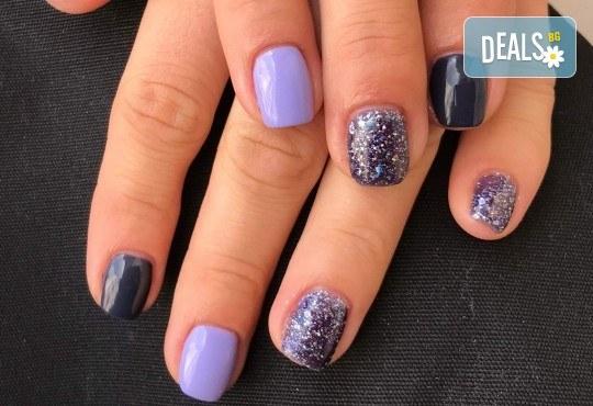 Красиви цветове върху ноктите! Маникюр с гел лак, сваляне на стар гел лак и 4бр. ръчно рисувани декорации във VM's Beauty House! - Снимка 11