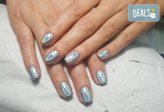Красиви цветове върху ноктите! Маникюр с гел лак, сваляне на стар гел лак и 4бр. ръчно рисувани декорации във VM's Beauty House! - Снимка 6
