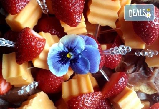 110 коктейлни хапки с биволско сирене, прошуто, ементал и плодове от My Style Event