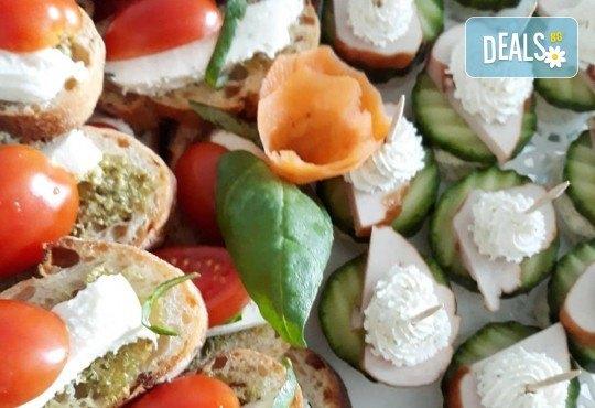 Микс от 110 коктейлни хапки с биволско сирене, чери доматче, прошуто, ементал и сезонни плодове от My Style Event! - Снимка 3