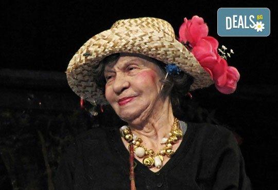 """Гледайте великолепната """"Госпожа Стихийно бедствие"""", на 20.06., от 19.00 ч, Театър Сълза и Смях, 1 билет - Снимка 1"""