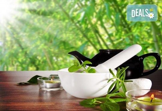 60-минутен енергизиращ масаж с мента и зелен чай на цяло тяло, за преодоляване на умората и стреса, подарък: масаж на лице в студио GIRO! - Снимка 1