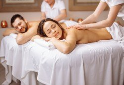 Блаженство за двама! 60-минутен релаксиращ масаж на цяло тяло за двойки и бонус: масаж на лице от студио за красота Giro! - Снимка