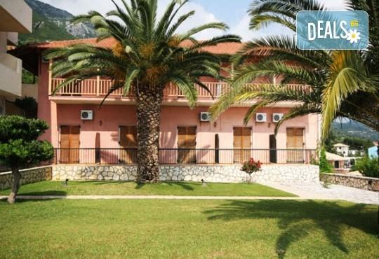 Слънчева почивка през юни или септември в Hotel Sunrise 2* на о. Лефкада! 5 нощувки със закуски, транспорт и екскурзовод! - Снимка 3