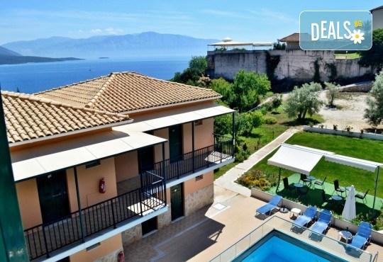 Лятна почивка в Hotel Vergina Star 2* на о. Лефкада! 5 нощувки със закуски, транспорт, екскурзовод и медицинска застраховка! - Снимка 1