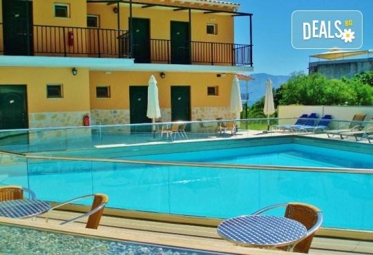 Лятна почивка в Hotel Vergina Star 2* на о. Лефкада! 5 нощувки със закуски, транспорт, екскурзовод и медицинска застраховка! - Снимка 2
